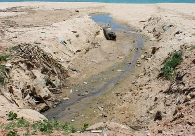 Les autorités abordent la question des eaux usées à Surin Beach