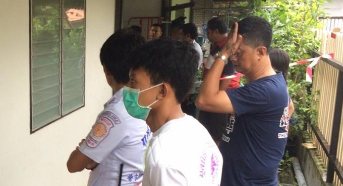 Un thai de 36 ans se poignarde a mort