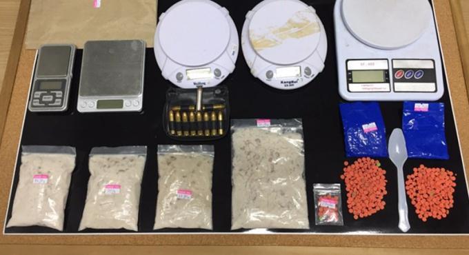 Quatre thais arrêtés en possession de drogue, d'armes et de munitions