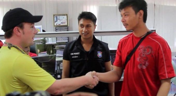 Un américain se bat avec un chauffeur de tuk-tuk de Patong pour une course a B200