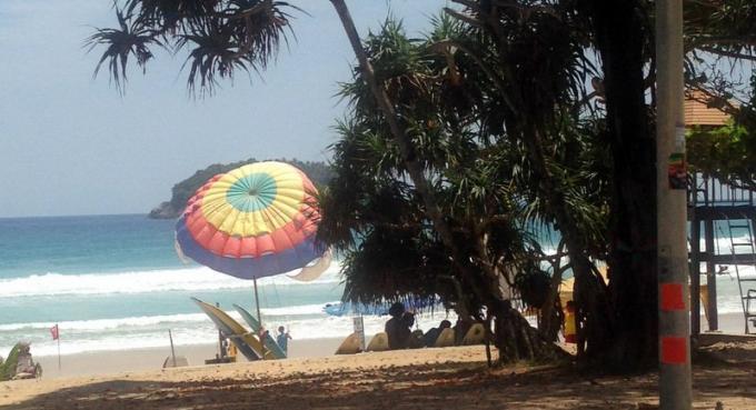 Les parachutes de retour sur les plages