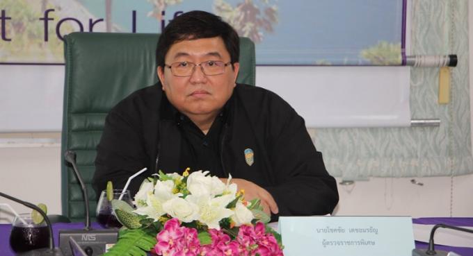 L'ancien gouverneur de Phuket prie les services gouvernementaux de 's'ouvrir au public'