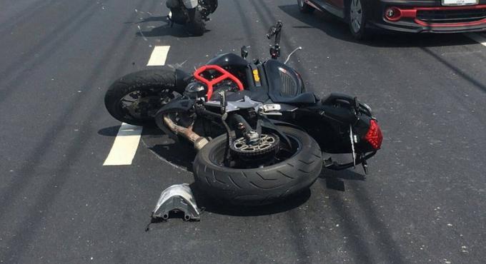Accident mortel avec un lampadaire pour un motard de Phuket