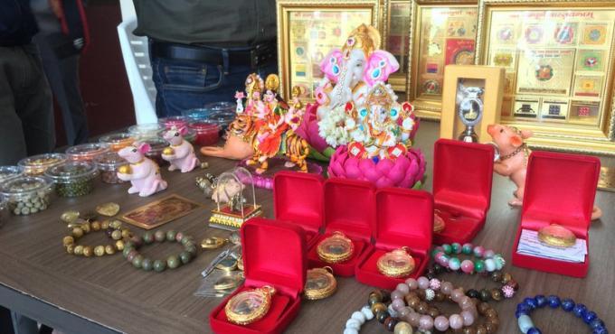 Les vendeurs d'artefacts religieux nient les accusations de fraude, et payent leurs cautions fixé