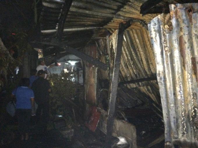 Une maison ancienne détruite par les flammes a Phuket Town
