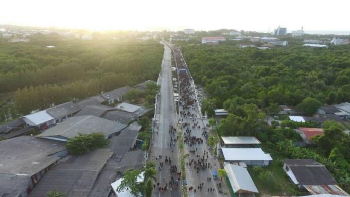 7,000 personnes participent a la 'course' organisée en l'honneur de l'anniversaire de SM le