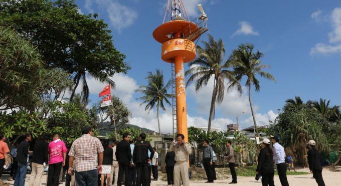 Réparations en cours sur les tours d'alerte tsunami de Phuket