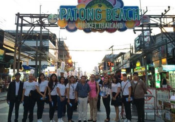 Le Chef du tourisme de Phuket dans les rues pour rétablir la confiance du tourisme.