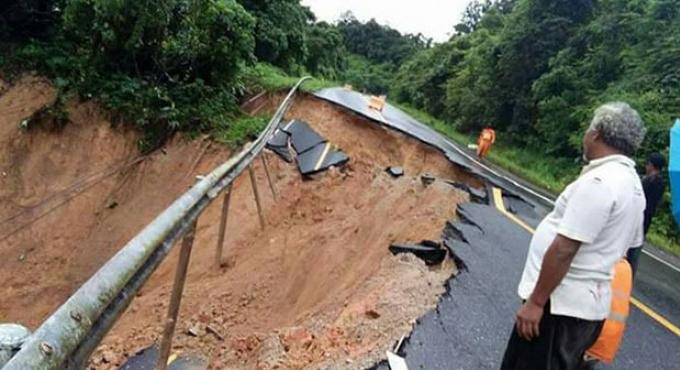 Les routes de Phang Nga dévastées par des glissements de terrain après les fortes pluies