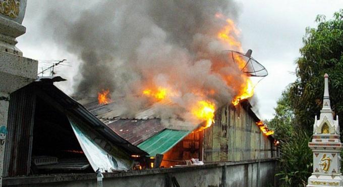 Un couple âgé sans abri après l'incendie de sa maison