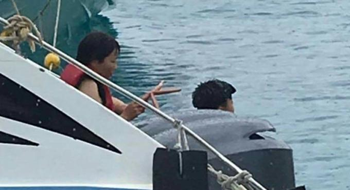 Aucune poursuite contre des touristes photographiés a Koh Racha Yai avec une étoile de mer