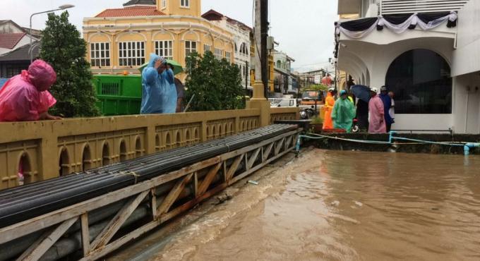 Craintes d'inondations a Phuket Town, glissement de terrain a Patong
