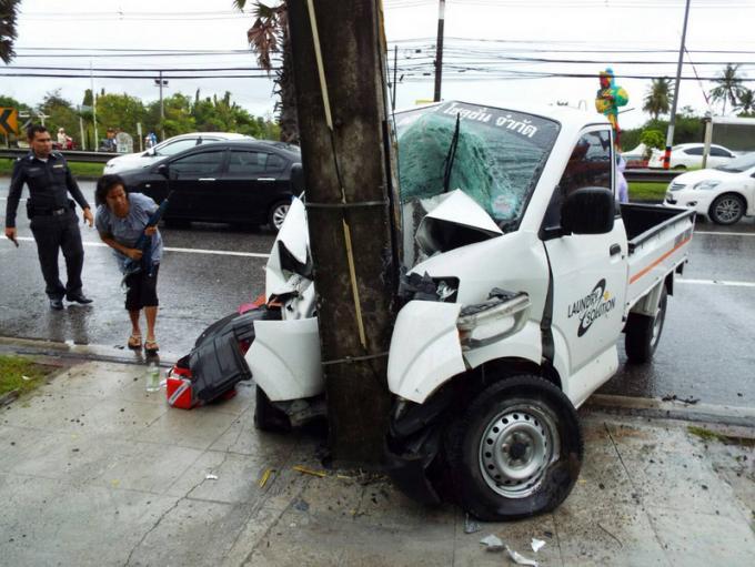 Un camion percute un pylône électrique et provoque d'énormes embouteillages
