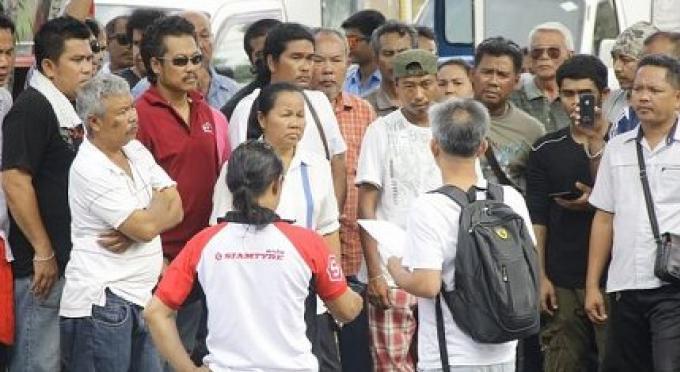 Opérateurs de tuk tuk de Phuket sans licence obtiennent finalement une chance de l'obtenir