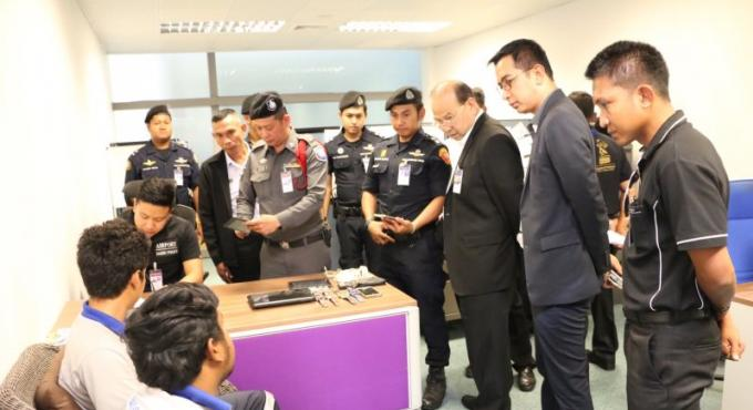 Un employé de l'aéroport arrêté pour le vol d'un smartphone