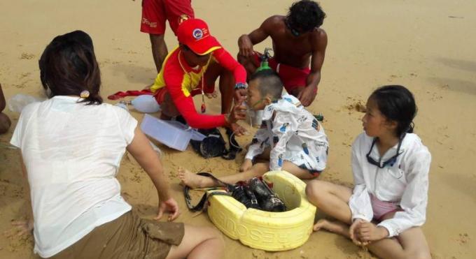 Un père et ses deux enfants sauvés de la noyade