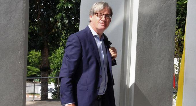 Le journaliste de la BBC Jonathan Head au tribunal de Phuket pour son procès en diffamation