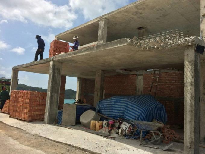 Des parties du bâtiment controversé démolies