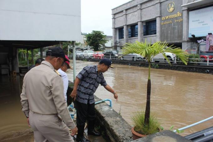 Inondations : Le gouverneur de Phuket ordonne l'agrandissement du canal de Bang Yai
