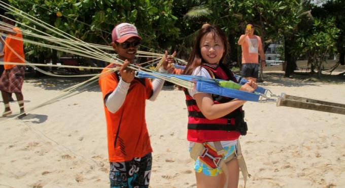 La maire de Patong souhaite des formulaires de santé pour le parachute ascensionnel