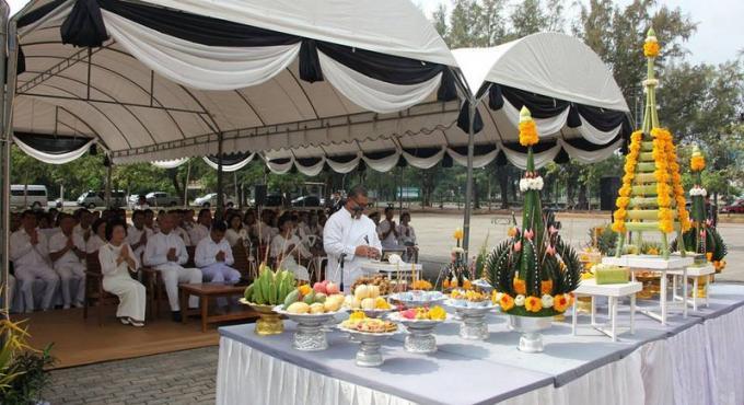 Des répliques du crématorium royal installées a Phuket en l'honneur des funérailles royales