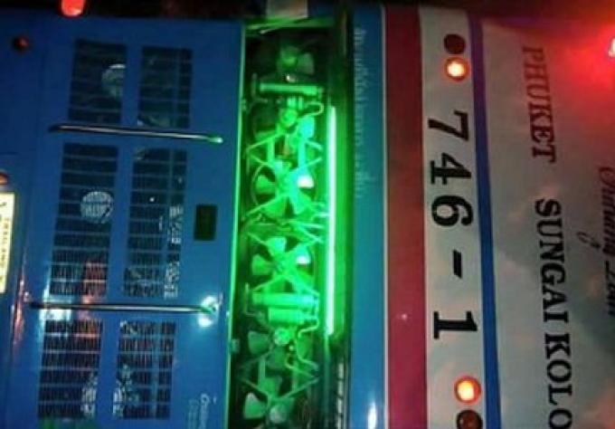 Une femme tué et 28 blessés dans un accident de bus de tournée