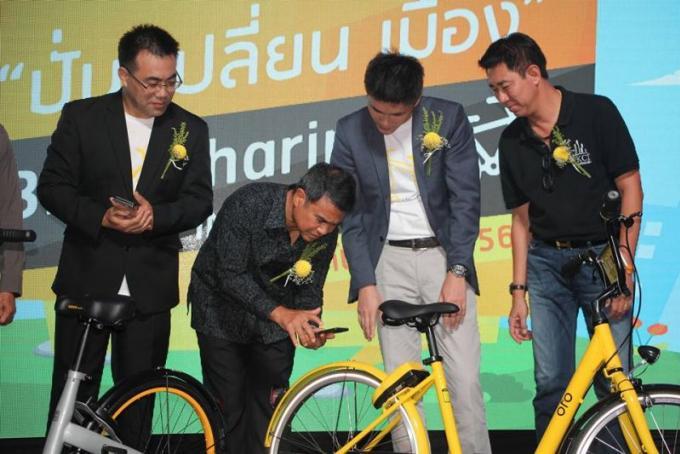 Cérémonie officielle pour le lancement du projet de 'vélos partagés'