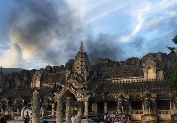 Un incendie éclate à Phuket Fantasea