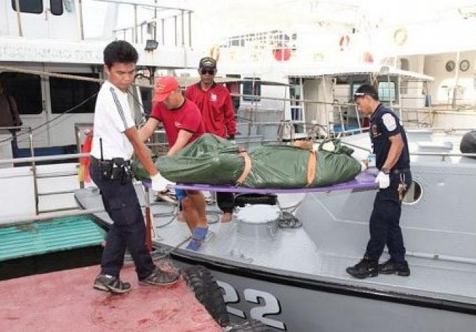 La Police Marine de Phuket a récuperer un corps non identifié flottant près de l'île de Koh Kai
