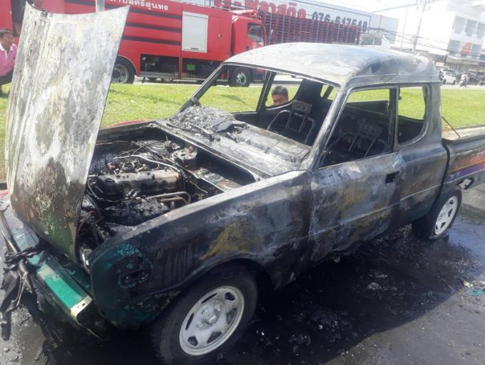 Un pickup en feu immobilise la principale route de Phuket