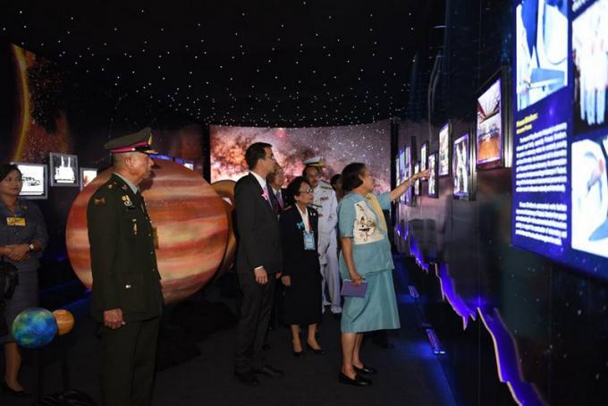 La Princesse Sirindhorn invite les étudiants en astronomie et en astrophysique a décrocher les ét