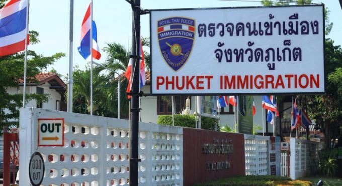 Des officiers de l'immigration transférés après des soupçons de corruption
