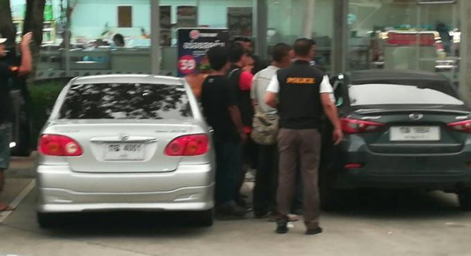 Coups de feu a Phuket, le policier interné