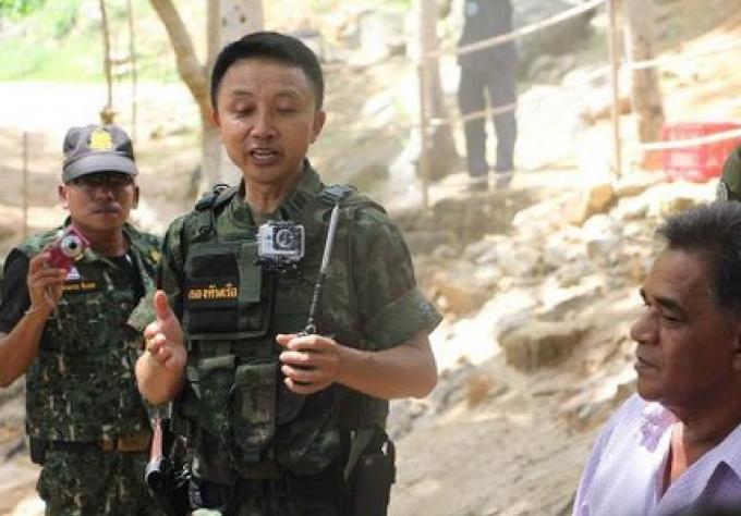 Raid de la Marine  sur une opération de plage, illégale à Phuket