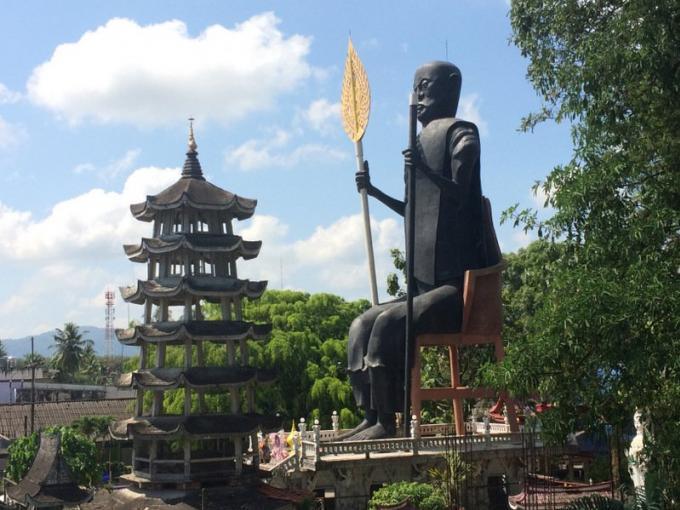 Un moine suspendu pour des statues 'irrégulières'