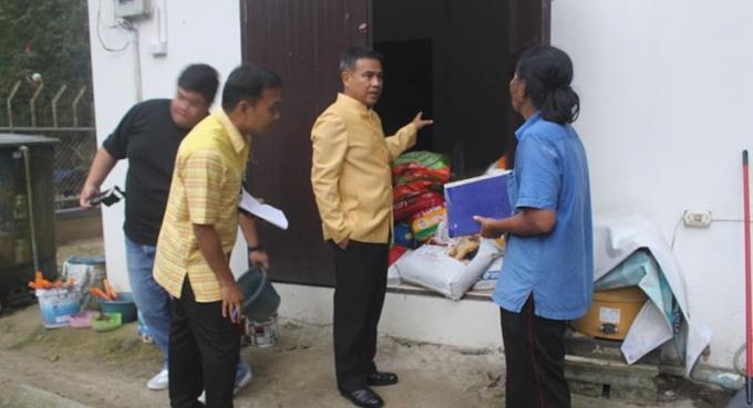 Le gouverneur inspecte la rénovation du Phuket Stray Dog Shelter