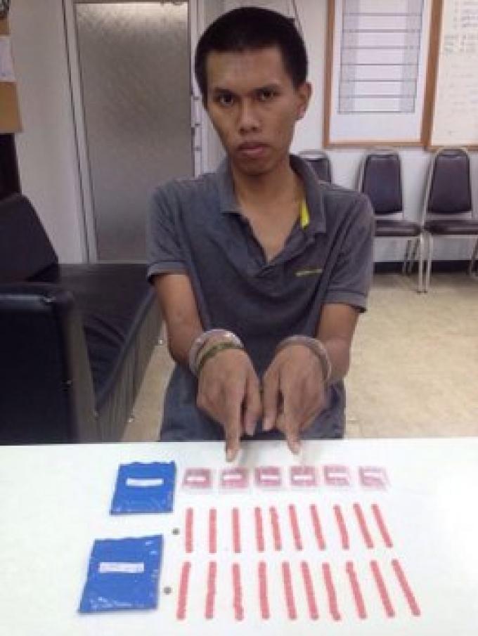 La police de Phuket livre deux colporteurs de méthamphétamine
