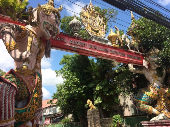 Les statues inappropriées d'un temple de Phuket seront démontées ou retaillées
