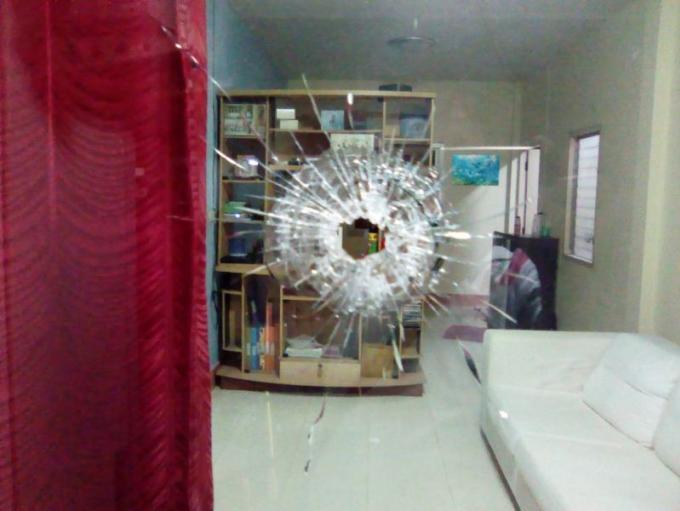 Fusillade dans une maison, la police recherche le(s) suspect(s)