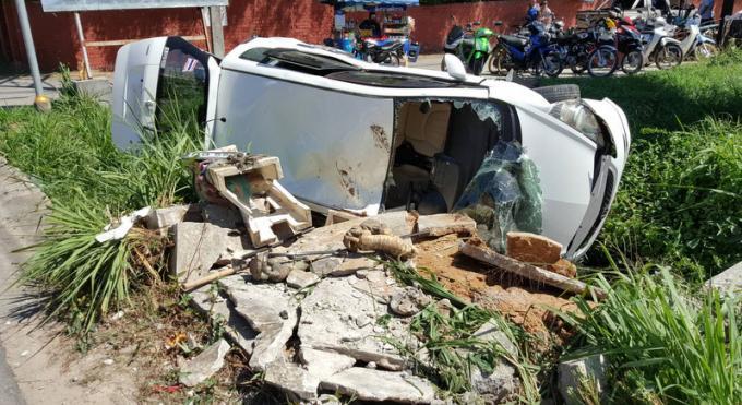 IIs détruisent une maison aux esprits et survivent à l'accident