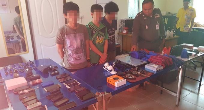 Des bagagistes de l'aéroport de Phuket arrêté pour vol