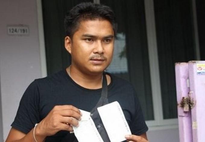 Un homme de  reçoit une facture d'eau de B16,000