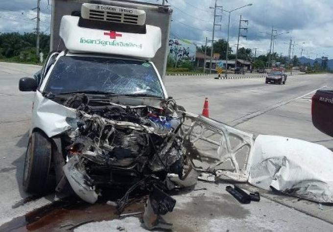 Collision frontale entre un camion et un autobus
