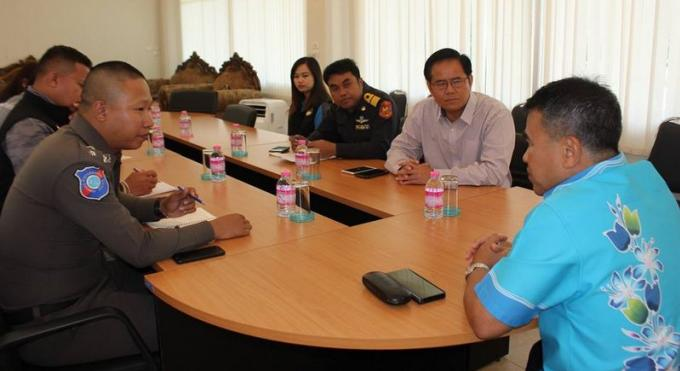 Le gouverneur de Phuket veut une application stricte des mesures de sécurité pour les cars de tour