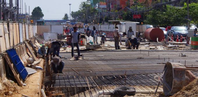 Le gouverneur de Phuket veut moins d'embouteillages au niveau du tunnel de Chalong