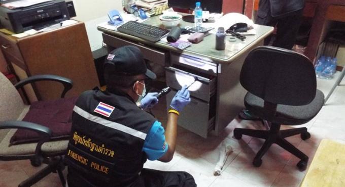 La police à la recherche du cambrioleur du temple