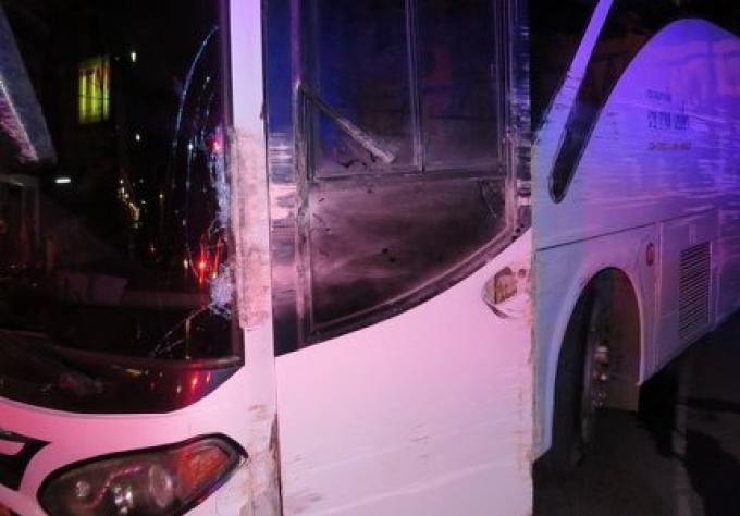 Sans frein, un bus touristique s'arrête en toute sécurité