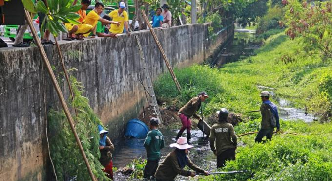 Nettoyage des canaux de Phuket Town pour éviter la répétition des crues records