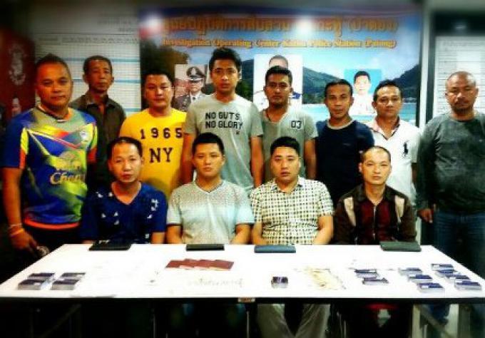 Les policiers arrêtent un gang chinois avec 300 fausses cartes de crédit
