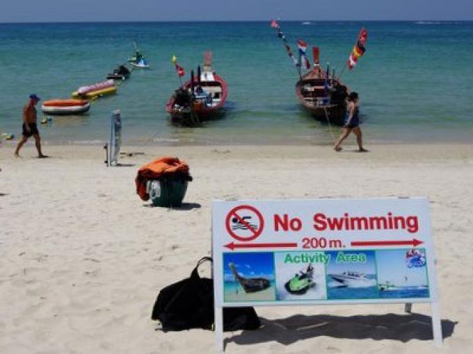Plage de cauchemar touristique empeste Phuket, se propage en Europe